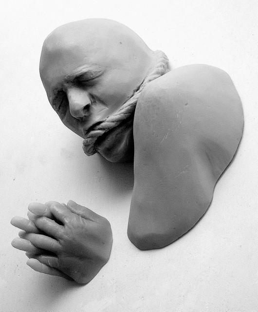 SIN TITULO 2002 Resina de poliester 42 x 39 x 20 cm-001
